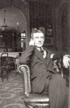 Ravel dans sa maison à Montfort-l'Amaury